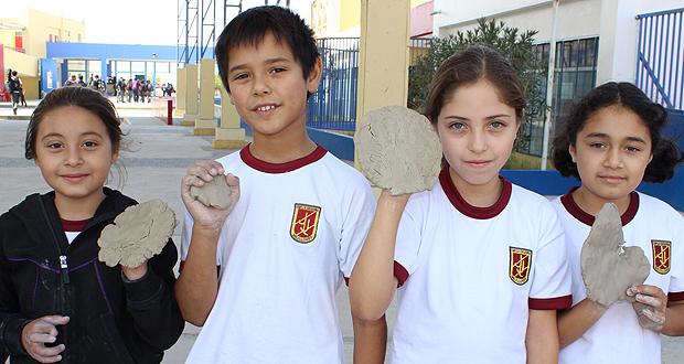 Escolares de Mejillones celebraron el Día Mundial de la Tierra junto a CONAF.