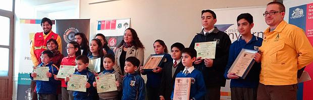 Con exposición de sus trabajos CONAF premia a ganadores de concurso escolar