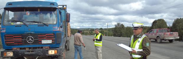CONAF reconoce a carabineros destacados en la protección del bosque en Chiloé