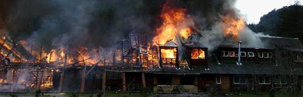 Incendio consumió hostería del Parque Nacional Puyehue