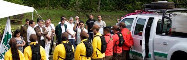 Entregan camión acondicionado para combate de incendios en Isla de Pascua