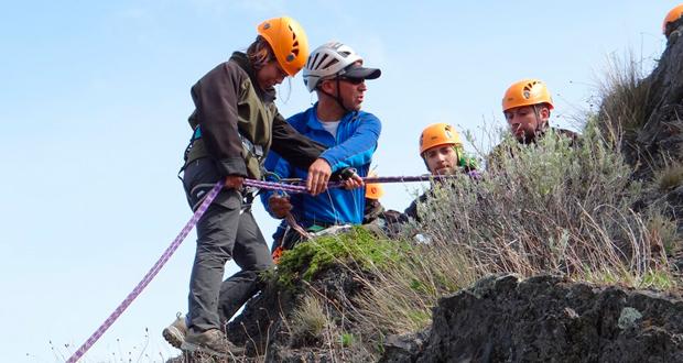 Con ejercicios de evacuación, rescate y ataque de incendios forestales culminó curso a guardaparques del Parque Nacional Torres del Paine.