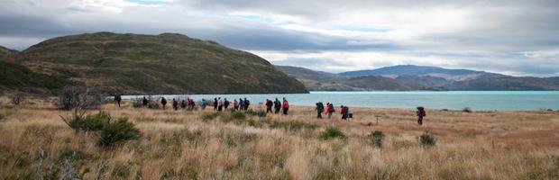 Recorren senderos de Parque Torres del Paine para estudio de manejo turístico