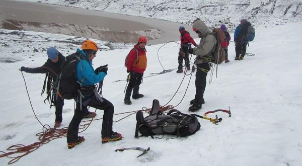 Más de 40 guías de turismo participaron en el curso de Técnicas Básicas en Montaña y Progresión en Glaciar impulsado por CONAF.