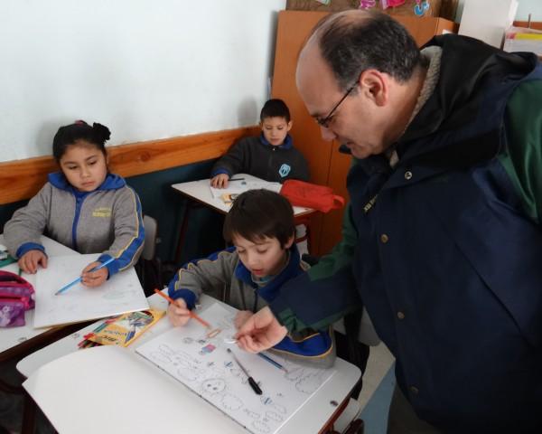 Director regional (i) de CONAF Araucanía en escuela