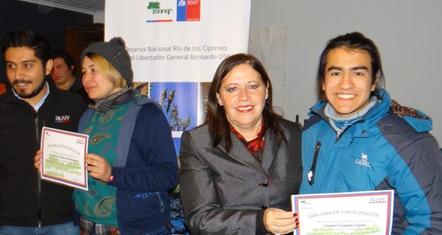 Jóvenes fueron certificados en la Reserva Nacional Río de Los Cipreses por las autoridades regionales presentes.