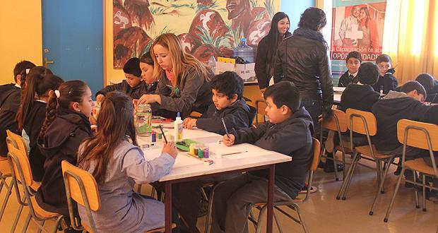 Estudiantes del colegio Angelina Salas compartieron la experiencia del conocimiento entregada por guardaparques y funcionarios de CONAF.