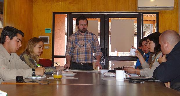 En el taller presentó la normativa el jefe de sección de flora y fauna de la gerencia de áreas silvestres protegidas de CONAF, Moisés Grimberg.