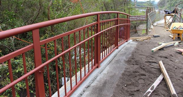Avanza la construcción de las cinco pasarelas de Los Saltos de Petrohué en el Parque Nacional Vicente Pérez Rosales.