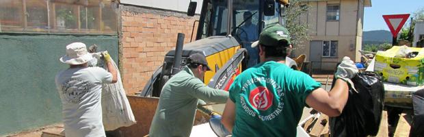 Comunidad de Mulchén realizó limpieza junto a CONAF y el municipio