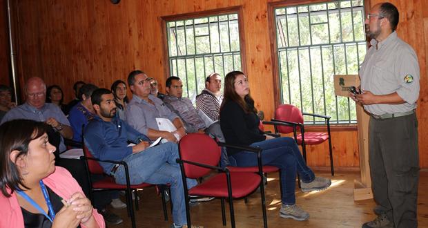 Mario Maturana, Administrador del Parque Nacional Vicente Pérez Rosales entregó la cuenta pública de la Unidad, ante la presencia de comunidad aledaña, empresarios turísticos, representantes de municipios de la zona y guardaparques.