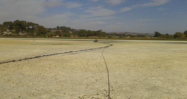 Laguna El Peral durante el verano bajó mucho su nivel de agua.