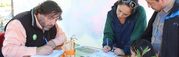 Entrega de árboles y participación ciudadana en inauguración de Plaza del Pionero