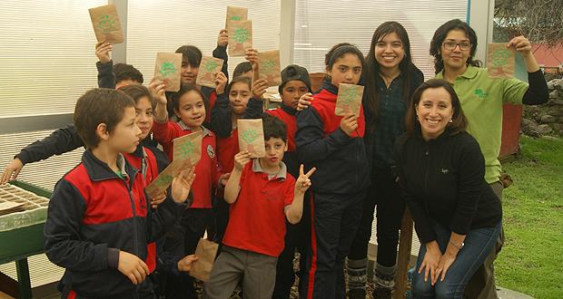 Personal y guardaparques de CONAF aunaron esfuerzo con niños y niñas de la escuela, vecinos, vecinas, organizaciones sociales y funcionales para lograr el éxito conjunto de la actividad.