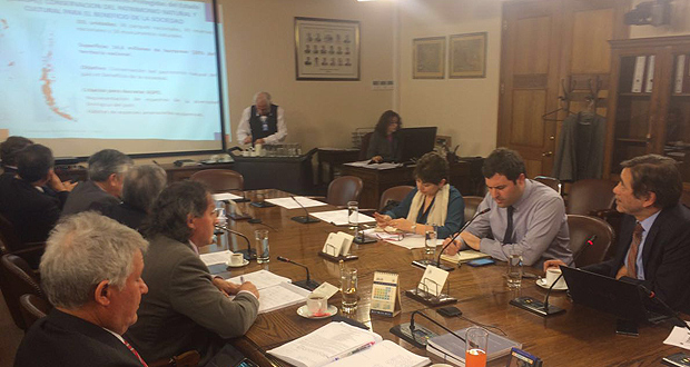 Director ejecutivo de CONAF expone los avances y trabajo futuro en Áreas Silvestres Protegidas ante la Comisión de Zonas Extremas de la Cámara de Diputados.