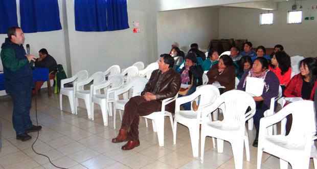 """El taller """"Dialogo y Participación Indígena"""", consistió en informar a los asistentes los principales lineamientos que tiene la estrategia, y a partir de ello, conocer y recoger las visiones y sugerencias de las comunidades indígenas."""