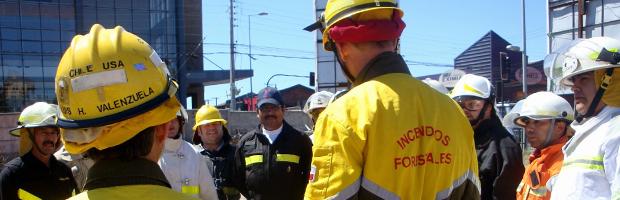 CONAF dicta curso de combate de incendios forestales a Bomberos de Concepción