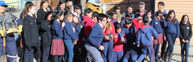 CONAF y Carabineros fortalecen educación ambiental con plantación en escuelas de Coyhaique