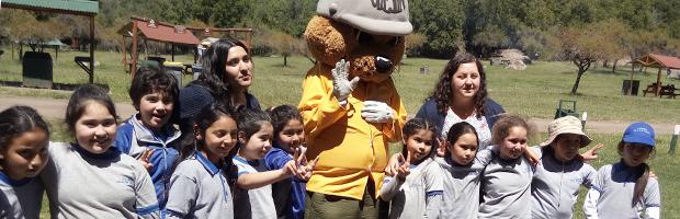 Niños y niñas de Escuela Isla de Yáquil visitan Reserva Nacional Río de Los Cipreses