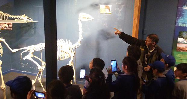 """Visita consistió en una gira de estudios donde guardaparques les realizaron una charla y recorrido por el Museo y Centro Cultural """"Vida Silvestre"""" para posteriormente ingresar y disfrutar al aire libre en la zona de camping."""