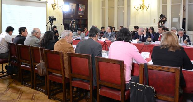 A esta sesión de la Comisión de Agricultura asistieron los ediles de Chépica, Rebeca Cofré; de Lolol, Marco Marín; de Navidad, Horacio Maldonado; de Peralillo, Carlos Utman; más dirigentes de la Federación de Sindicatos de CONAF y del Sindicato Nacional de Profesionales de CONAF.