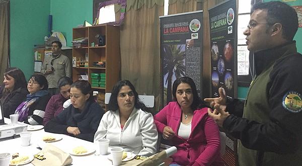 Los funcionarios de CONAF dieron a conocer detalles sobre la normativa que prohíbe la recolección de cocos de esta planta al interior de la unidad, vigente desde el 29 de marzo de este año, así como las sanciones que arriesgan las personas que infrinjan la disposición.