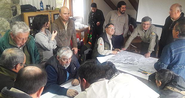 """13 guardaparques de la Corporación Nacional Forestal, la mayoría de ellos aún funcionarios activos de la institución, aportaron datos e información relevante para la investigación que ejecuta el Centro Regional Fundación CEQUA denominada """"Memoria histórica- cultural del Parque Nacional Torres del Paine""""."""