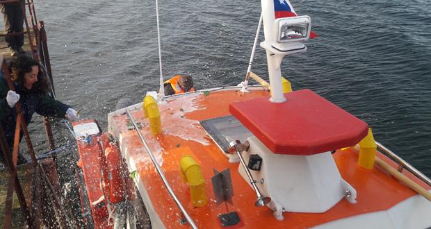La embarcación posee todo el equipamiento exigido por la autoridad marítima para la navegación, así como elementos requeridos por CONAF para sus actividades.