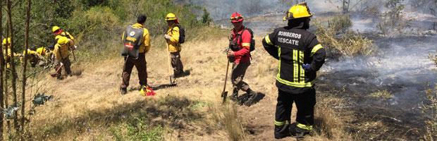 CONAF Valparaíso capacita a bomberos en combate de incendios forestales
