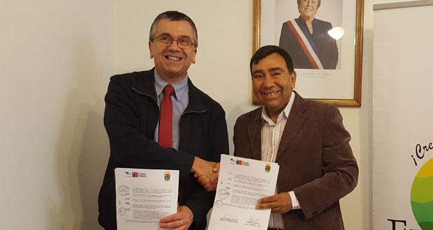 El convenio fue firmado entre el alcalde Julio San Martín y el Director Regional (S) de CONAF Biobío, Alberto Bordeu.