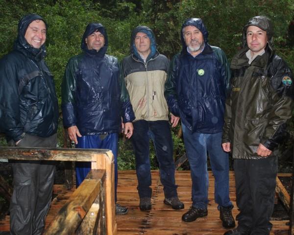 Personal de Sernageomin y CONAF en la visita inspectiva al Parque Nacional Queulat.