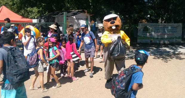 Con una actividad de limpieza y recolección de desechos en la ribera de la laguna Avendaño, de Quillón, Forestín y profesionales de la Oficina Provincial Ñuble de la Corporación Nacional Forestal, CONAF, celebraron el Día Mundial de los Humedales.