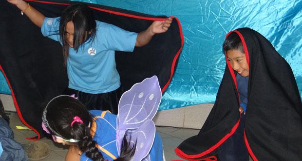 Dramatizaciones, bailes y rogativas mapuche fueron las expresiones que utilizaron los niños de la Mari Kiñe Lof de Saavedra para celebrar el Día de la Tierra.