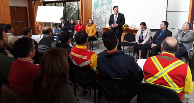 El curso culminó esta tarde con la entrega de certificados a los participantes, ceremonia en la cual participó el Director Ejecutivo de CONAF, José Manuel Rebolledo.