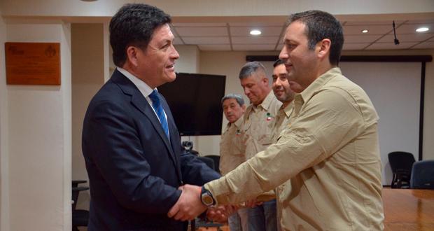 José Manuel Rebolledo, director ejecutivo de CONAF, despide a la delegación chilena que parte a Portugal.