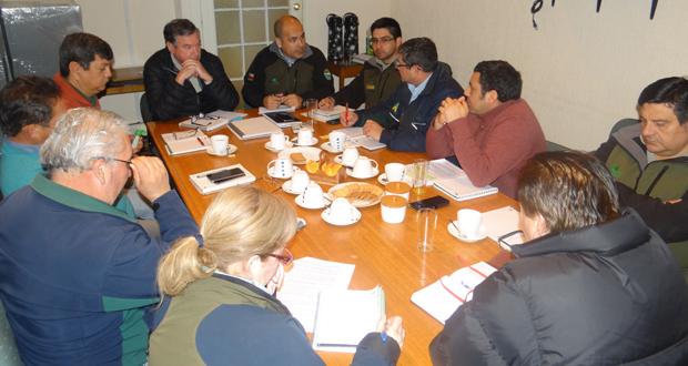 Profesionales de los departamentos de Manejo del Fuego (DMF) y Áreas Silvestres Protegidas (DASP) de CONAF Valparaíso.
