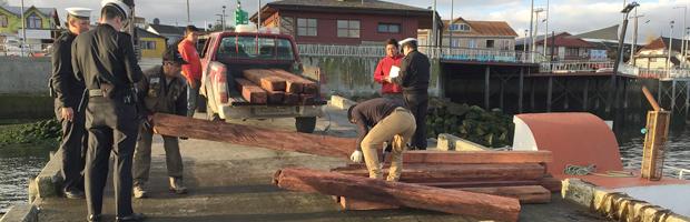 Armada de Chile y CONAF realizan decomiso de Alerce en Chiloé