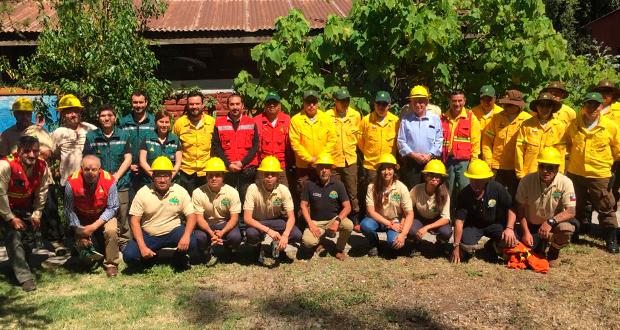 Esta brigada está constituida hace cuatro años y apoya la labor de CONAF en ese sector de vegetación urbana-forestal.