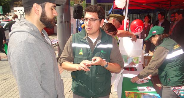 La actividad consideró la entrega de información a los vecinos respecto a estrategias para generar entornos seguros frente a posibles siniestros.