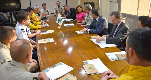 Hasta la sede de la Corporación Nacional Forestal llegó hoy la delegación lusitana, presidida por el embajador de Portugal en Chile, António Leão Rocha.