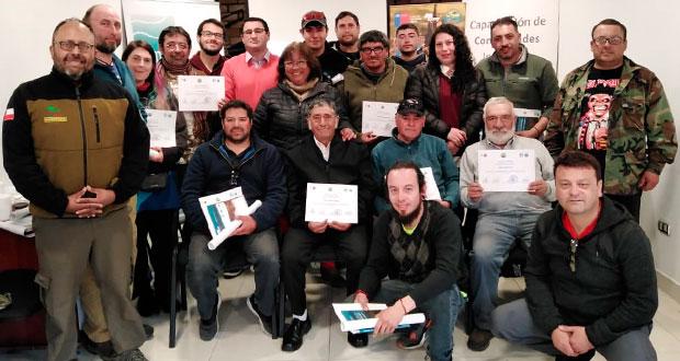 25 guías locales de Valdivia, fueron capacitados por funcionarios del Departamento de Áreas Silvestres Protegidas de CONAF.