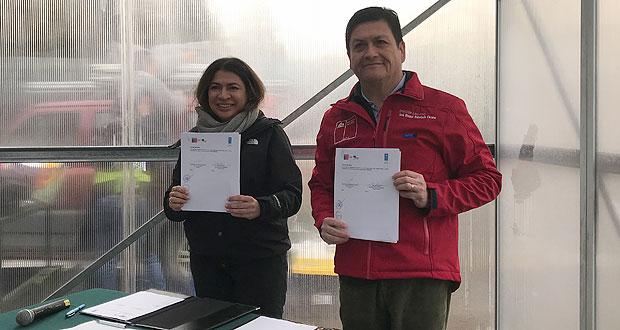 Firma de un convenio de cooperación entre el director ejecutivo de CONAF, José Manuel Rebolledo, y la representante residente del PNUD en Chile, Claudia Mojica, destinado a contribuir con los objetivos estratégicos de CONAF y el Programa País del PNUD en Chile.