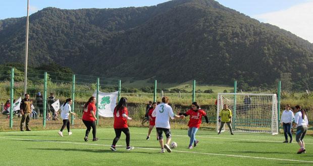 La novena versión del campeonato convocó a cinco equipos de fútbol en categoría hombres, mujeres, niños y senior.