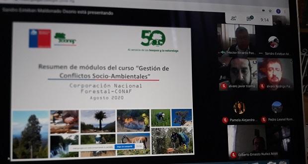 Héctor Peñaranda, director de CONAF Arica y Parinacota, inauguró el taller online.