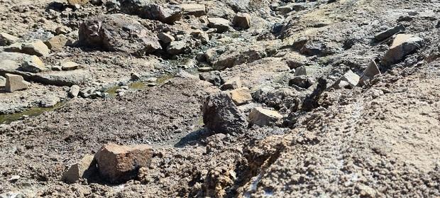 Las actividades de descenso de cerro genera una alteración en los senderos, generando erosión por huellas en todo el sector, especialmente en los cursos de agua y sectores rocosos que son microambientes donde habitan artrópodos.
