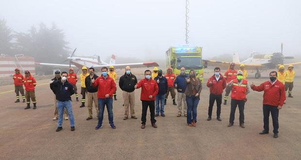 Hasta el aeródromo de Rodelillo llegaron autoridades de la Región de Valparaíso, encabezadas por el intendente Jorge Martínez.