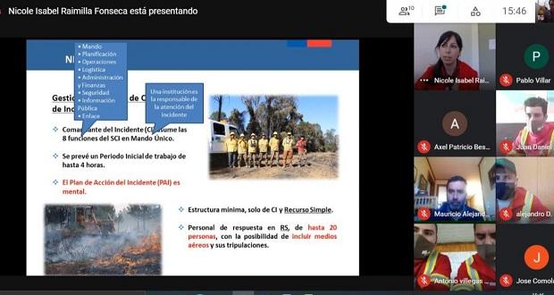 La charla dictada por la profesional de control de CONAF Los Ríos, Nicole Raimilla, repasó el cómo operar en los 5 niveles de complejidad, de los distintos incendios forestales.
