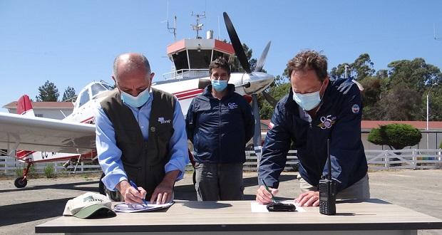 Mediante un contrato de arrendamiento firmado con el Club Aéreo de Valparaíso y Viña del Mar, la Corporación Nacional Forestal (CONAF) podrá seguir operando durante los próximos 25 años en el aeródromo de Rodelillo.