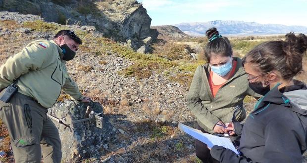 La capacitación fue realizada por Eduardo Silva y sus asistentes de investigación, todos quienes forman parte del Instituto de Conservación, Biodiversidad y Territorio de la Universidad Austral de Chile y del equipo de apoyo técnico del Programa Austral Patagonia.