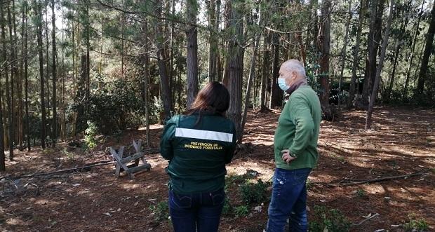 """Funcionarios de CONAF inauguraron el ciclo de talleres """"Comunidad preparada frente a los incendios forestales"""", en el sector El Batro de Casablanca."""